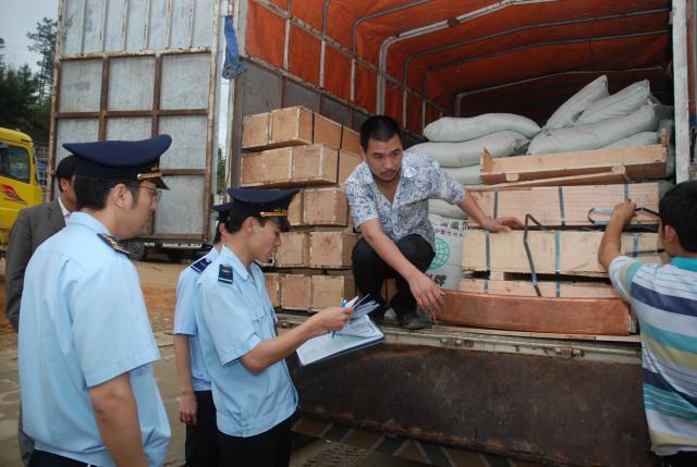 Doanh nghiệp được thay đổi cửa khẩu tái xuất